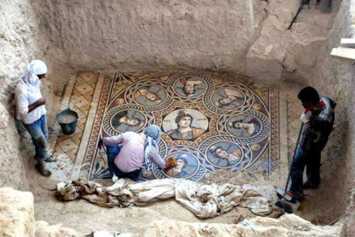 ancient-mosaics-discovered-in-ancient-greek-city-of-zeugma-1